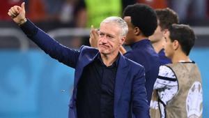 Deschamps sigue como entrenador de Francia al menos hasta Qatar