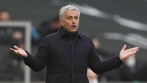 Pide José Mourinho tiempo y envía dos dardos