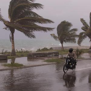 Amenaza de inundaciones en sureste de EU por paso de Elsa hacia Atlántico