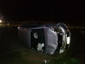 Termina volcado en la carretera 30 en el Ejido el 8 de Enero