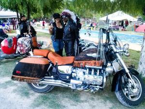 Las motocicletas rugen en Candela