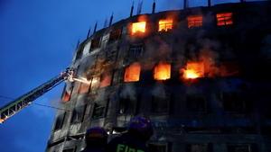 52 muertos por incendio en fábrica de Bangladesh