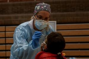 Aumentan pruebas para detectar COVID en menores