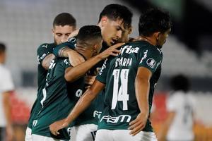 Palmeiras amplía su ventaja como líder en Brasil tras vencer un clásico
