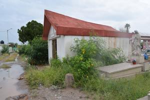 Las tumbas colapsadas en el panteón Guadalupe de Monclova