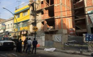 Albañil muere al caer electrocutado de casi 15 metros en Tacubaya