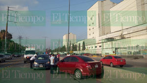Dos automóviles chocan sobre el Bulevar Pape de Monclova