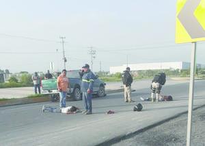 Camioneta derriba moto en Monclova