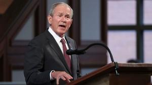 Expresidente de EU Bush tacha de 'error' la retirada militar de Afganistán