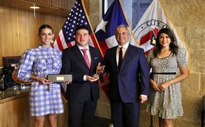 Recibe Samuel García las llaves de Austin, Texas
