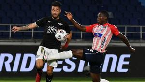 3-4. Libertad aprovecha los errores defensivos de Junior y gana en Colombia