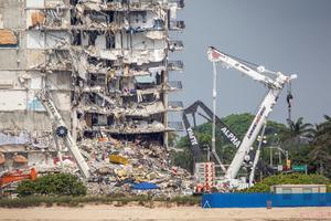 Las llamadas al 911 por el derrumbe del edificio en Miami revelan confusión y caos