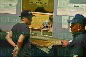 Dos jóvenes detenidos por escalar el monumento a Madero de Monclova