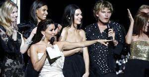 Estrellas recaudan en Cannes 11 mdd en lucha contra el SIDA
