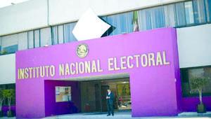 INE descarta sanciones a AMLO por promover consulta popular