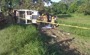 Mueren en volcadura cuatro trabajadores de limpieza en Tamaulipas