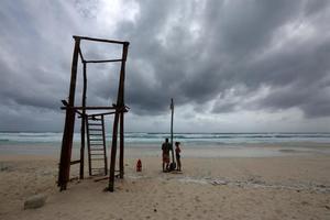 Huracán Felicia se debilita a categoría 3 y se aleja más de costas mexicanas