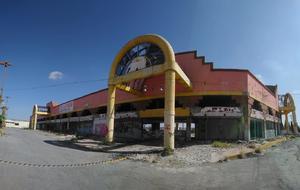 Entre las ruinas y el olvido, edificio de Merco Carranza en Monclova