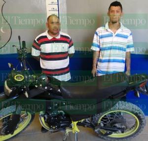 Caen dos sujetos por portación de arma prohibida y robo de motocicleta en Monclova