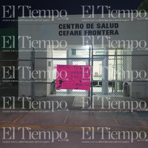 El personal de la Jurisdicción Sanitaria 04 se manifiesta con carteles por presunto acoso sexual