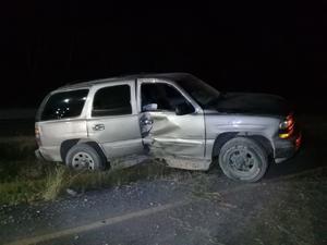 Una camioneta se impacta contra poste y lo derriba en la carretera 30 de Coahuila