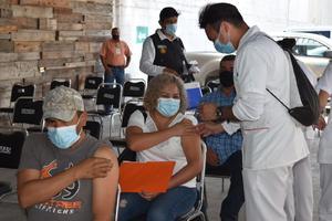 La ruta empresarial de vacunación aplica 600 dosis antiCOVID-19 en Monclova durante segunda jornada