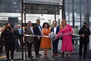 Sociedad monclovense disfruta inauguración de Renault