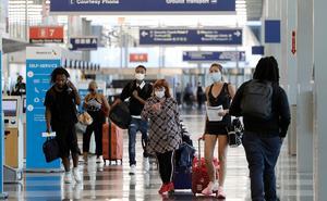 Estados Unidos incrementa las restricciones de viaje por COVID-19