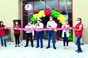 Inauguración de comercioreactiva economía en Frontera