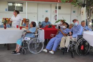 El asilo de ancianos celebra el día del abuelo