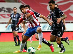 Chivas gana con gol de último minuto
