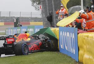 'Checo' Pérez no correrá en Bélgica tras accidentarse en vuelta de instalación