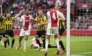 Edson Álvarez anota en la goleada del Ajax al Vitesse