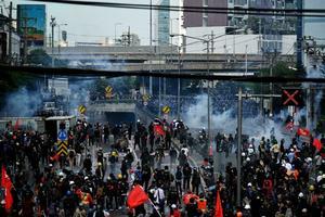 La Policía y los manifestantes vuelven a enfrentarse en Bangkok
