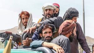 Líder político talibán crítica los ataques de EU contra objetivos del EI