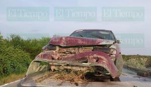 Un automóvil terminó volcado sobre la carretera número 24 del Ejido El Oro