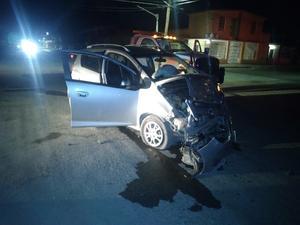 Camioneta de la PAR participa en fuerte accidente vehicular en Frontera