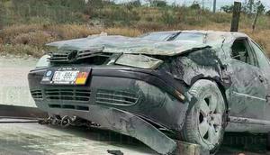 Automóvil vuelca y es abandonado por su conductor en Frontera