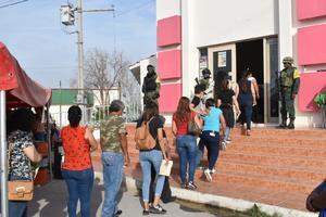 Ciudadanos de 30 a 39 años reciben en Monclova la segunda dosis de Sinovac