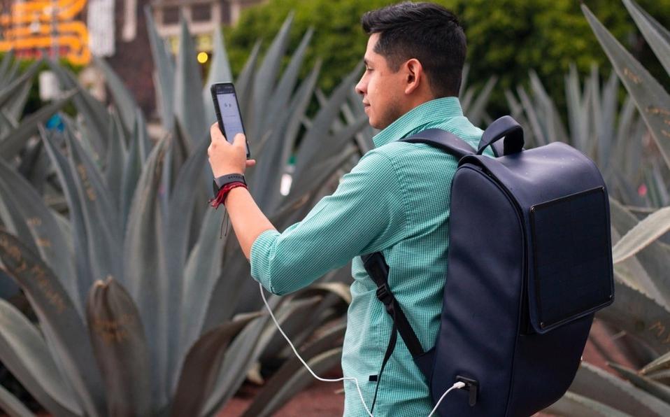 Universitario crea mochila de nopal solar