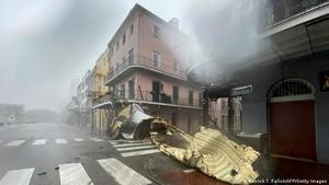 Al menos un muerto por el huracán 'Ida' que deja a oscuras Nueva Orleans