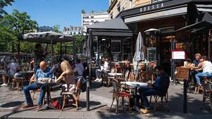 Los empleados en contacto con el público en Francia deben tener el pase COVID-19