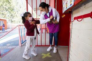 Podrían cerrar escuelas si no informan casos de Covid en Querétaro
