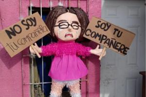 No es piñata, es piñate; Crean piñata de la chica viral 'compañere'