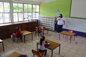 Alumnos regresan al Jardín de Niños Amanecer