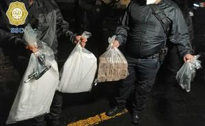 Caen cuatro sujetos con 3 millones de pesos y armas en Polanco