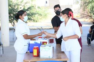 Se acaban en Saltillo vacunas antiCOVID-19 para jóvenes de 18 a 29 años