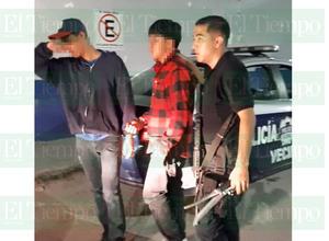 Detienen a dos sujetos cuando iban a asaltar una tienda de conveniencia de Monclova
