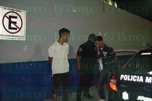Se agarran a golpes y los detiene la policía de Monclova