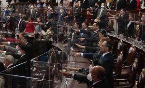 Nuevos diputados guardan 2 minutos de silencio por víctimas del Covid
